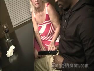 Порно видео бабушки, которая соблазнила внука на секс в пизду у нее дома