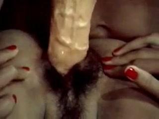 Секс с красивыми девушками и тремя мужчинами дома у одной из них - видео для дрочки