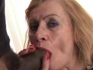 Порно видео зрелых дам, которые любят трахаться в киску и поп