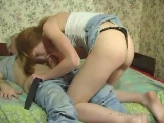 Отец трахает дочь в пизду после того как вылизал ее киску