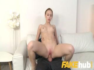 Порно кастинг  года с молодой девушкой, которая любит сосать хуй у своего начальника
