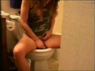 Мужик подсматривал из женского туалета - порно