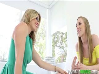 Смотреть порно инцеста мамы с дочкой дома в домашней обстановке