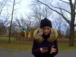 Русское порно видео с блондинкой, которая сосет и ебется в парке